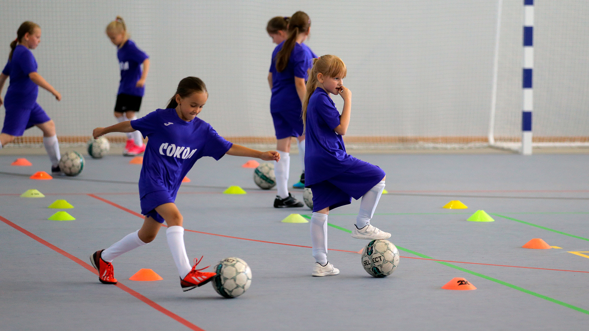 Girls at a football training session. Vitaliy Belousov/Sputnik