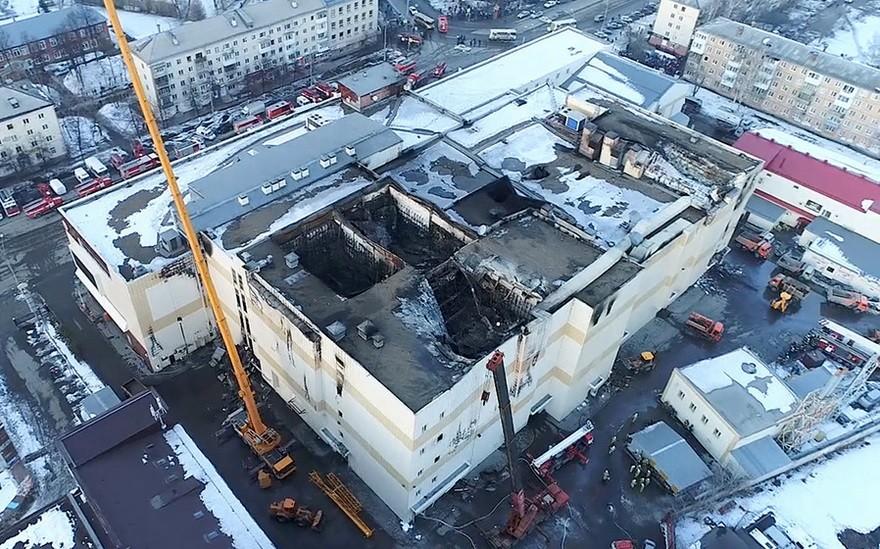 Trgovski center Zimnjaja višna po uničujočem požaru, ki je ubil 64 ljudi.