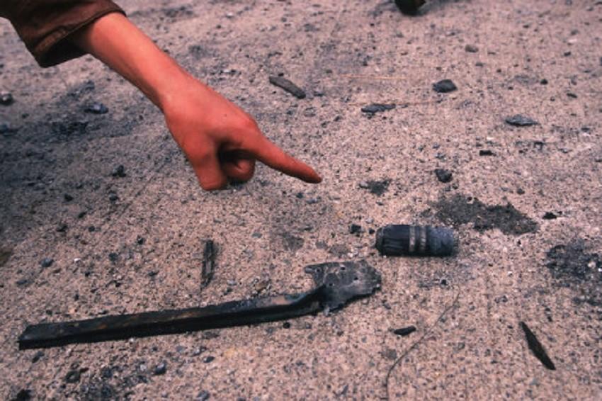 """Пројектили са ураном не """"спљоште"""" се приликом удара у зграду или блиндирани циљ. Напротив, језгро од урана приликом удара постаје још """"оштрије"""". После пробијања оклопа остаци језгра се запале и изазивају пожар унутар тенка или оклопног транспортера, пунећи кабину отровним гасовима."""