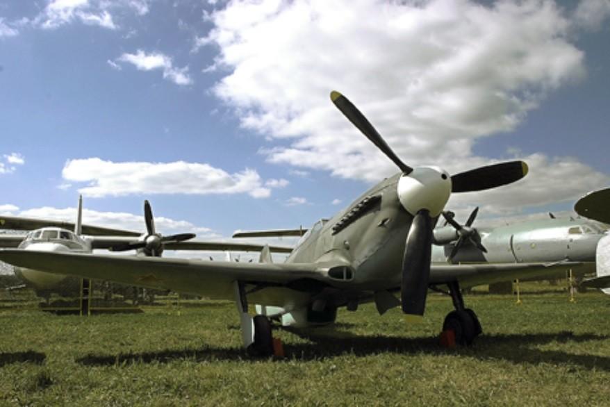 Jurišno letalo Il-2 iz leta 1942 na letališču Monino.