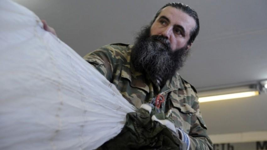 Bradati duhovniki služijo v ruski vojski ter tako promovirajo tradicionalne pravoslavne vrednote in domoljubna čustva v družbi.