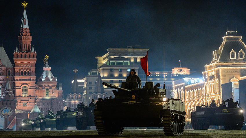 Ноћна проба Параде Победе на Црвеном тргу