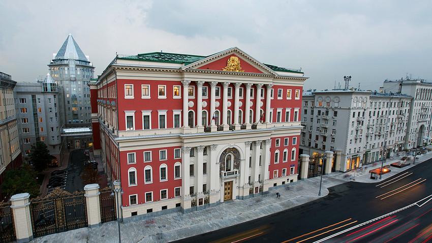 Setelah Sankt Peterburg menjadi ibu kota Kekaisaran Rusia, setiap tsar terus dinobatkan di Kremlin dan mereka melewati Tverskaya untuk memasuki kediaman lama mereka.
