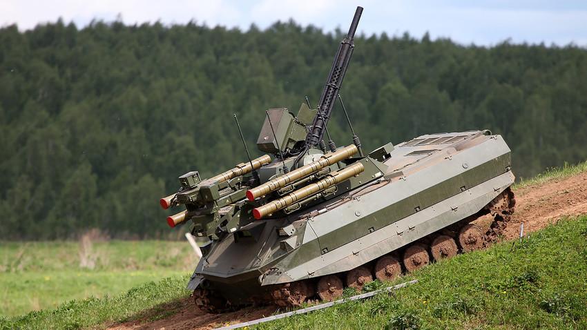 """Борбениот роботички систем """"Уран-9"""""""