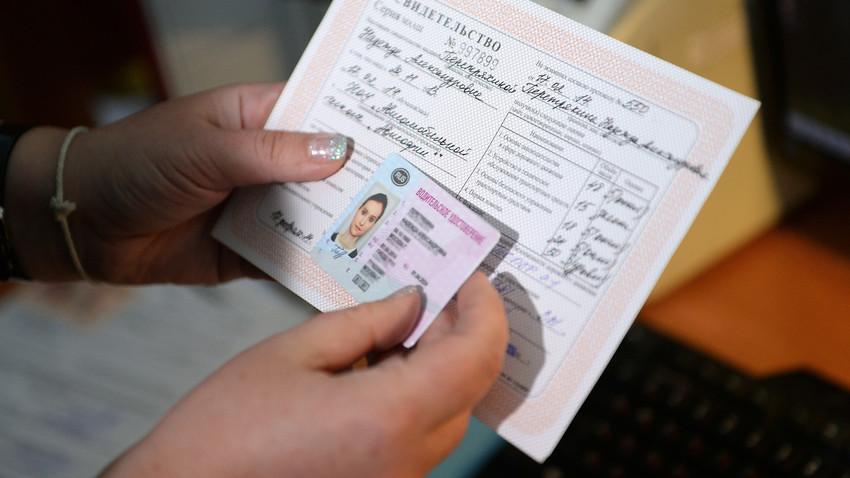 Comment obtenir votre permis de conduire en russie russia beyond fr