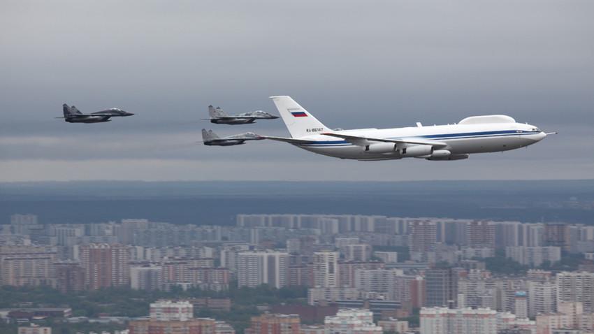 Il-80 en el cielo de Moscú.