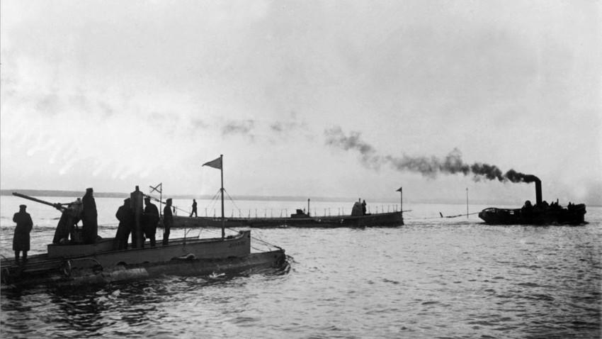 """Los submarinos """"Delfín"""" y """"Kasatka""""."""