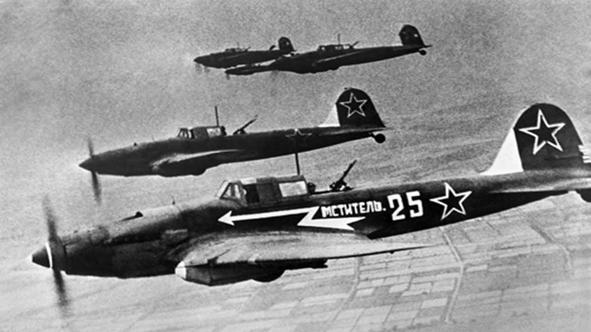 La Gran Guerra Patria, 1945. El avión Il-2 en el cielo.