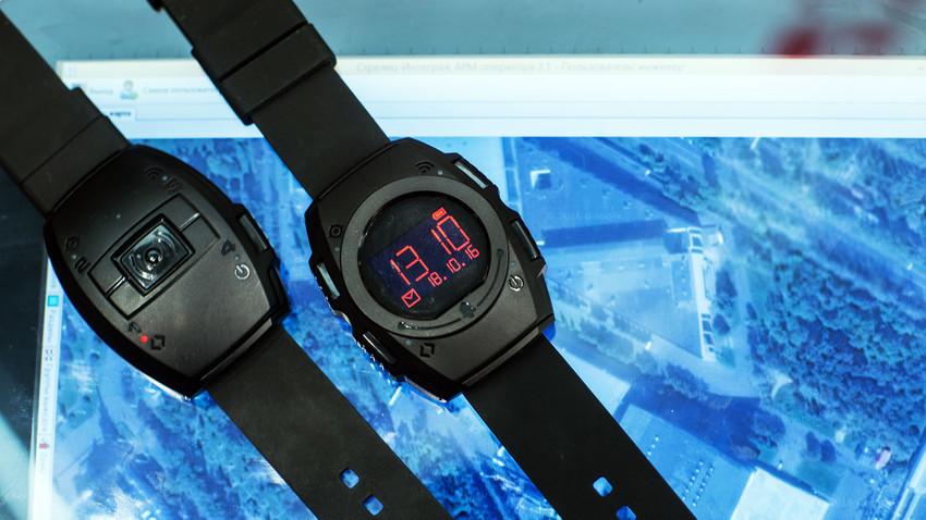 """""""Strelets-Chasovoy-1SV"""" parece un reloj de pulsera normal, pero, en realidad, es un sistema de navegación personal conectado al puesto de mando."""