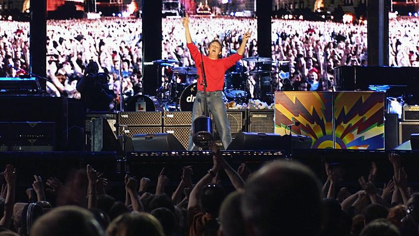 Paul McCartney actúa por primera vez en la Plaza Roja de Moscú, el 24 de mayo de 2003.