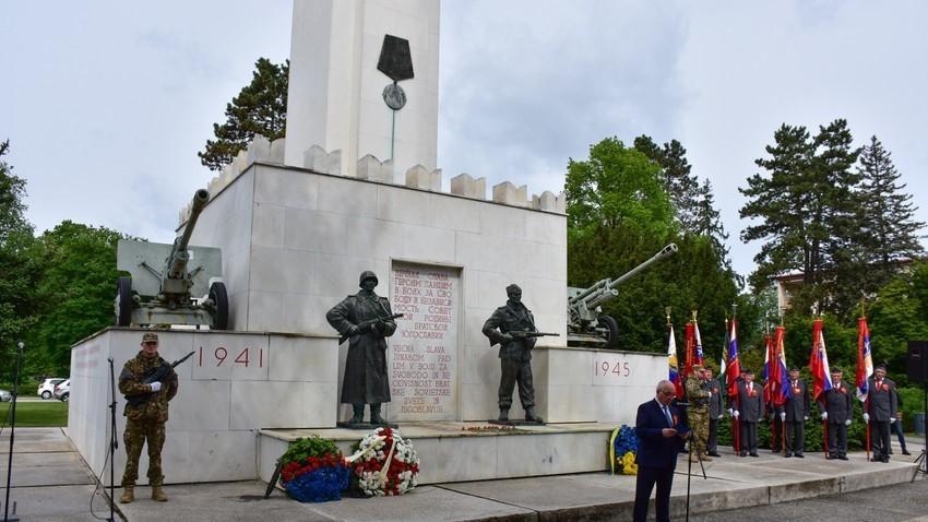 Spomenik zmage v Murski Soboti, posvečen sovjetsko-jugoslovanskemu boju za osvoboditev Prekmurja, 9. maj 2017.