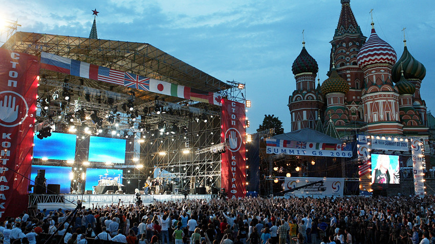 """""""Wind of change""""? Die Scorpions spielten 2006 vorm G8-Gipfel in Sankt Petersburg auf dem Roten Platz in Moskau."""