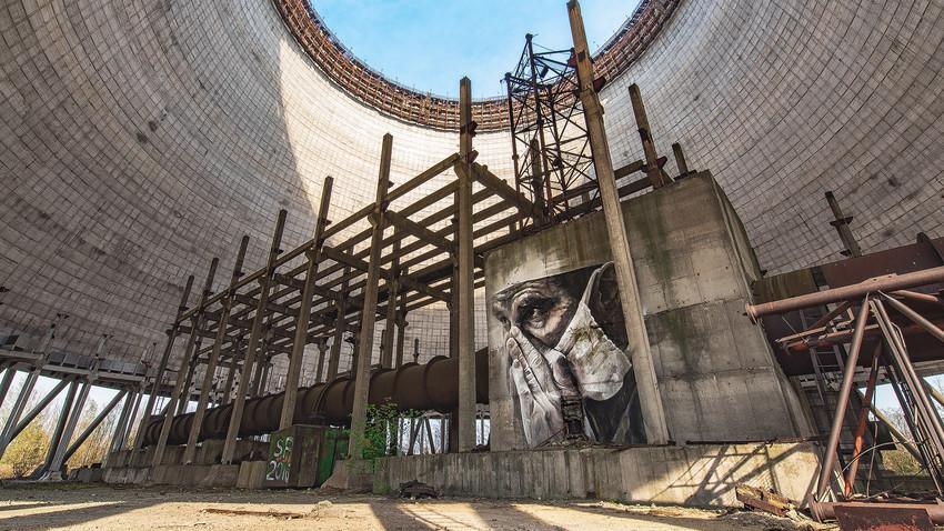 Grafite sobre estrutura abandonada em Pripyat