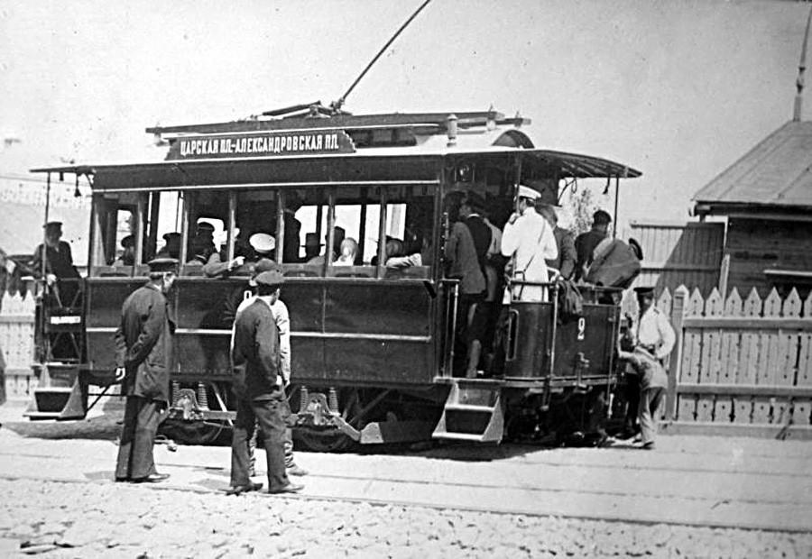 Struwe-Bahn: Die erste russische Straßenbahn rollte noch zu Zarenzeiten auf die Straße. Aber nicht etwa in Sankt Petersburg oder Moskau, nein. Am 1. Juni 1892 startete die erste elektrische Tram, konstruiert von Amand Struwe, durch Kiew. Bis dahin kursierten nur Pferde- und Dampfbahnen.