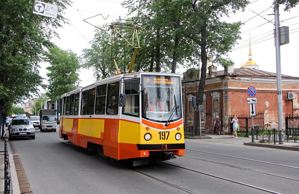KTM-5: Seit 1969 wurden über 14.000 KTM-Bahnen gebaut. Sie diente später als Vorbild für verschiedene Lasten-, Schneeräum- und andere Dienstfahrzeuge.