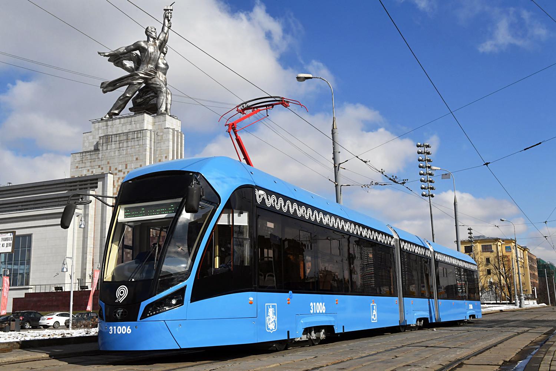 Witjas 71−931: Sie sind die neuesten Hingucker auf russischen Stadtbahnschienen: Die Witjas-Bahnen (deu: Ritter) verkehren seit 2014 in Moskau, Sankt Petersburg und Krasnodar.