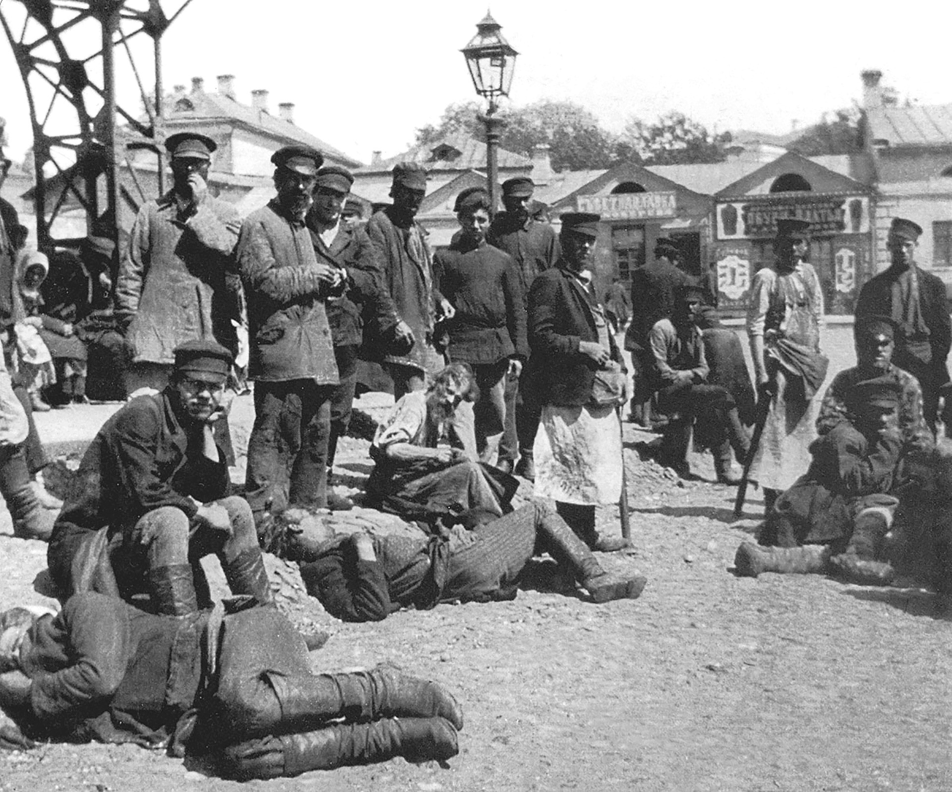 Folks from the Khitrov market (Moscow) - typical vagabonds of the late 19th - early 20th centuries.
