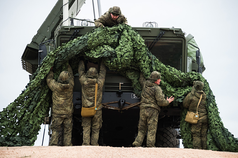 """Ракетни систем С-400 """"Тријумф"""" стиже у Севастопољ да чува границе ваздушног простора Русије. Други ракетни систем С-400 размештен је на Рту Фиолент у Севастопољу одакле ће бранити Крим и велики део Краснодарског краја./"""