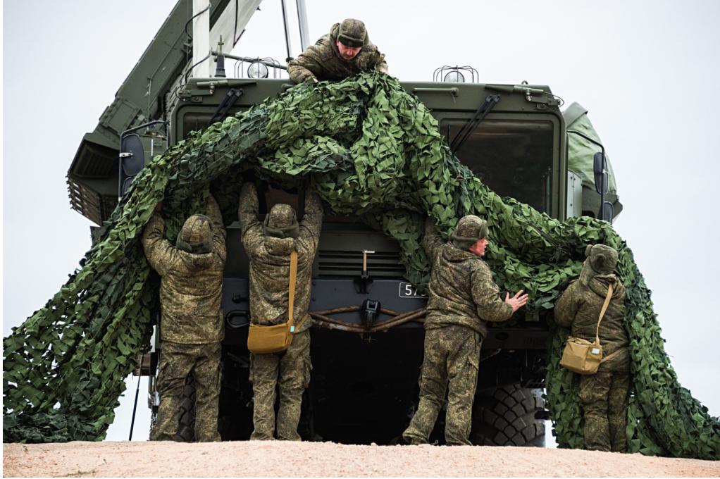Prihod raketnega sistema S-400 Triumf v Sevastopolj z namenom varovanja meje ruskega zračnega prostora. Drugi raketni sistem je nameščen na rtu Fiolent v Sevastopolju, od koder bo ščitil Krim in velik del Krasnodarskega območja.
