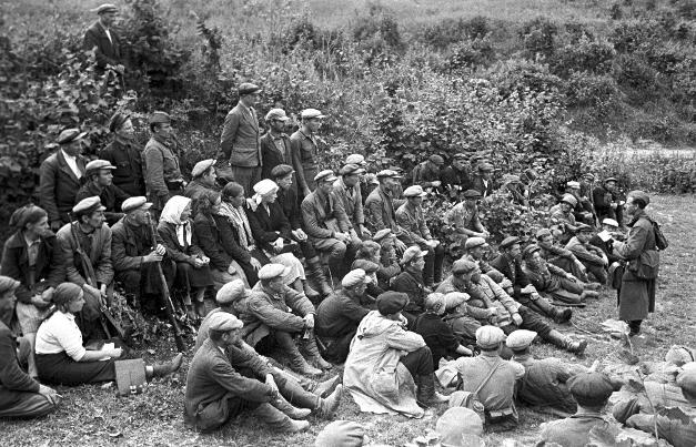 Borci prvega partizanskega odreda, ustanovljenega v Smolenski regiji 1941.