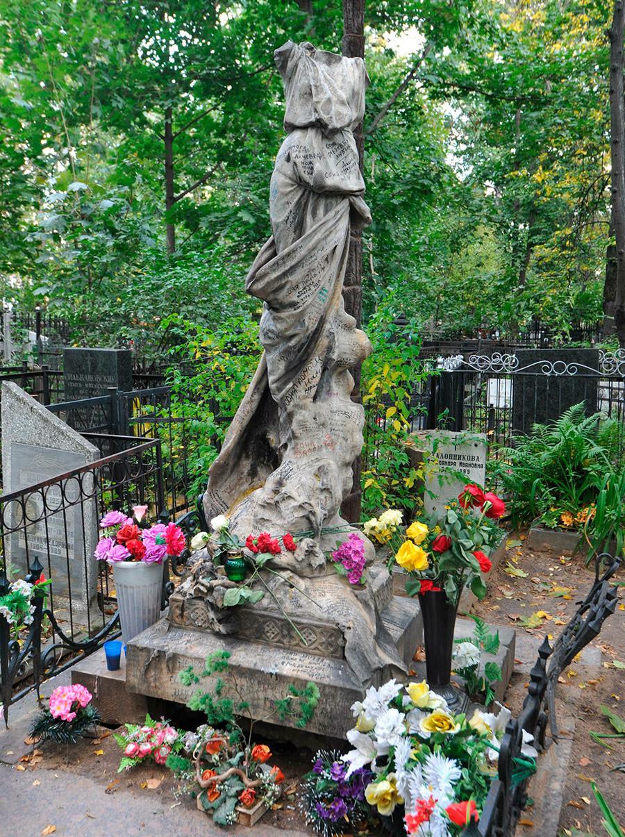 Túmulo de Bluvchtein no cemitério de Vagankovskoe, em Moscou