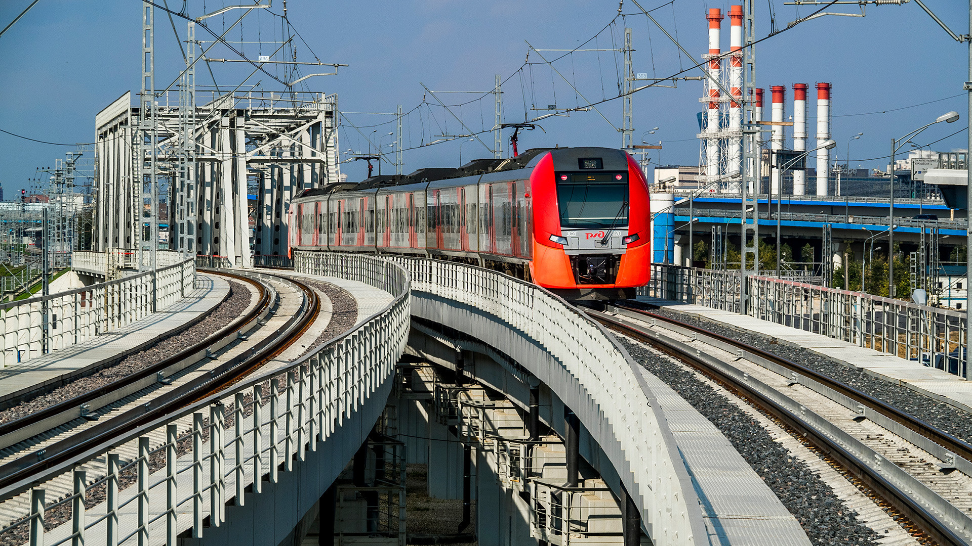 Trem na linha do anel moscovita.