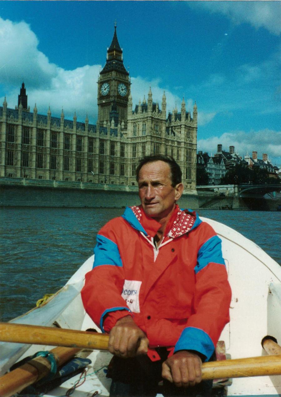 Le rameur sur les eaux de la Tamise lors de son escale londonienne