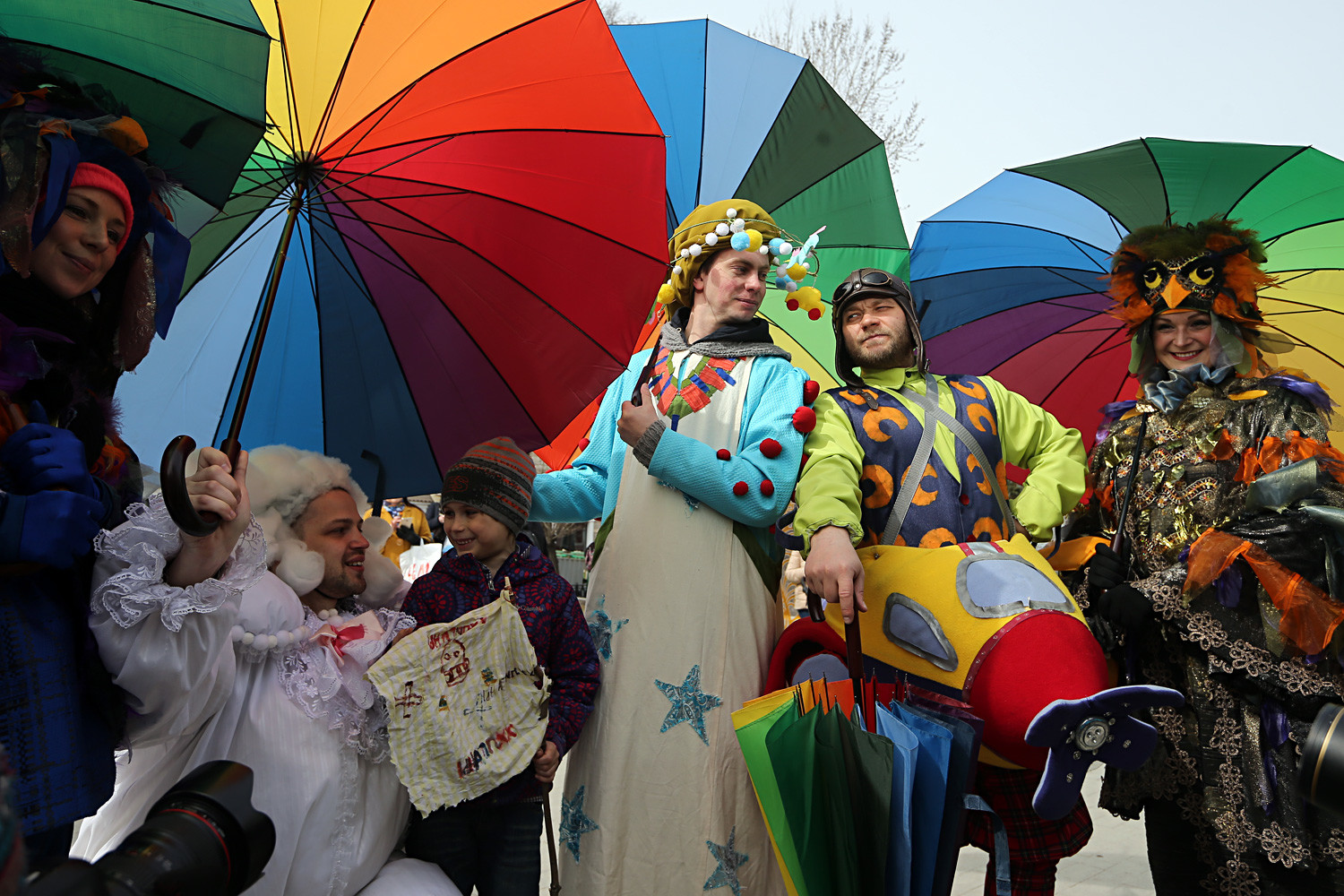 Participants in a spring parade held as part of the Easter Gift festival in Tverskoy Boulevard.