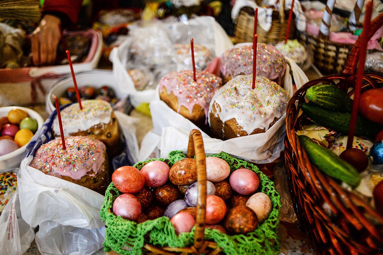 Kulitch e ovos pintados são tradição na Páscoa russa