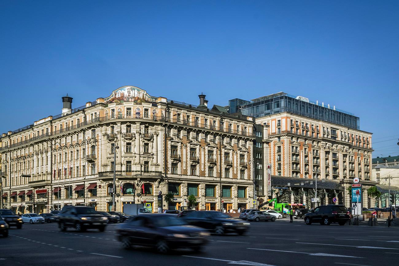 Hotel itu dibuka pada 1903. Meski tinggal di sana tidaklah murah, hotel ini tak pernah kekurangan tamu.