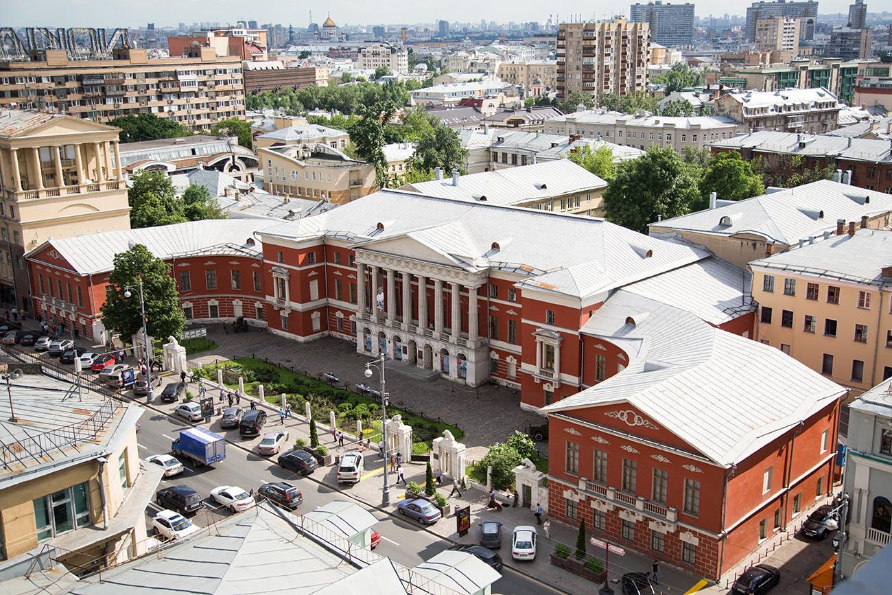 Masa kejayaan bangunan ini dimulai pada 1831, ketika Klub Inggris dipindahkan ke sini. Semua playboy Moskow bermimpi menjadi anggota komunitas laki-laki yang elitis ini.