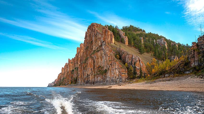 Jika Anda tidak terbiasa dengan suhu -50 °C pada musim dingin, akan lebih untuk mengunjungi Yakutia pada musim panas.