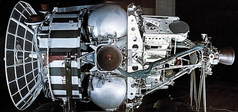 Космичкиот апарат ИС.