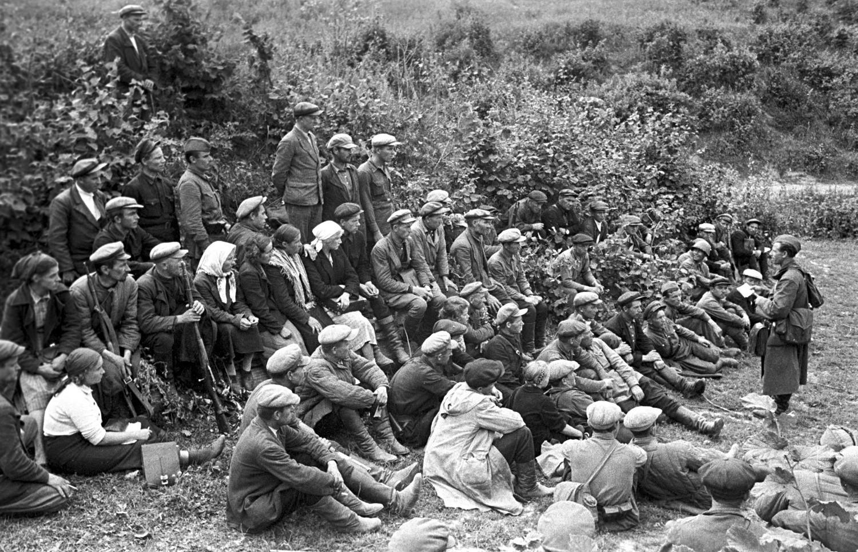 Борците на првиот партизански одред формиран во Смоленската област, 1941.