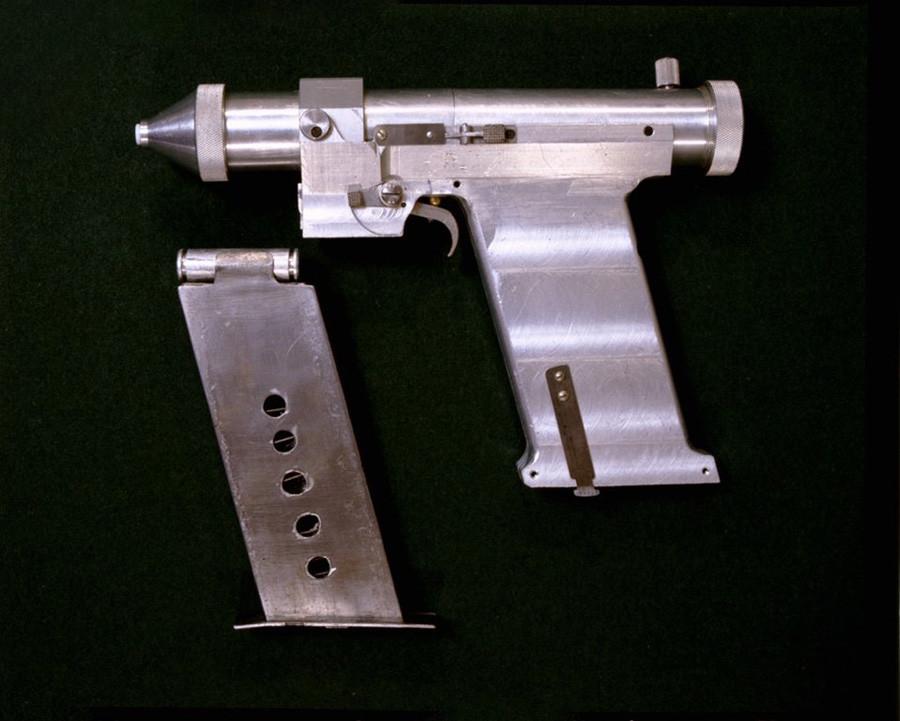 Pistola láser soviética.