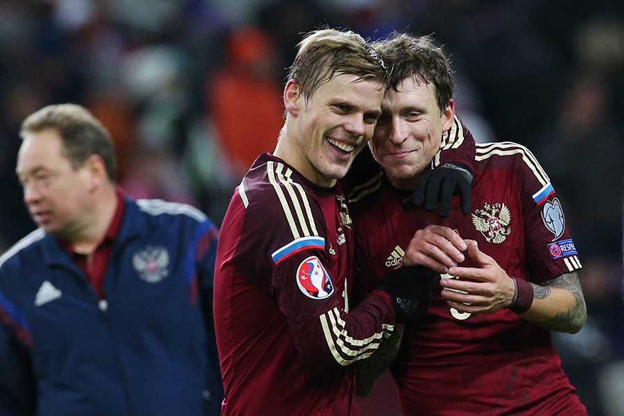 Alexander Kokorin und Pawel Mamajew (l. u. r. vorn) vom russischen Nationalteam