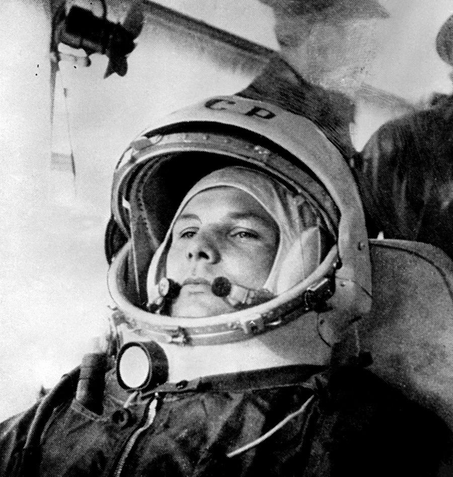 Le 12 avril 1961, le cosmonaute soviétique Iouri Gagarine est devenu le premier homme en orbite dans l'espace à bord du Vostok 1.