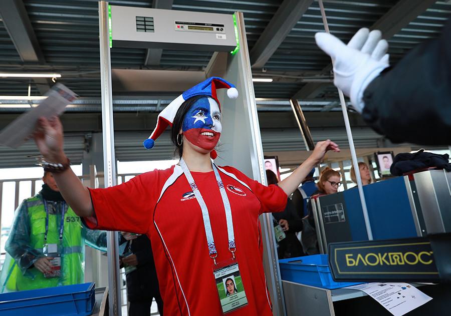 Čak i prijateljske utakmice u Moskvi prati solidan broj sigurnosnog osoblja, od najbliže postaje podzemne željeznice do stadiona.