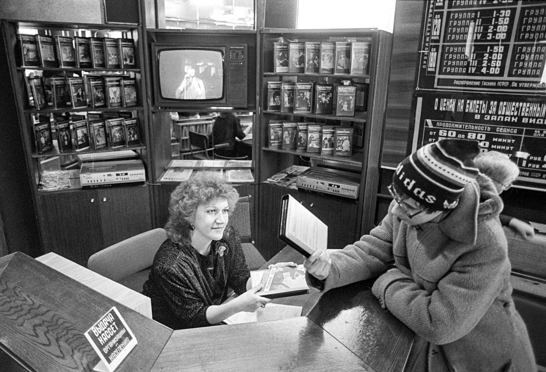 1980年代後半は、ビデオサロンが急増した。