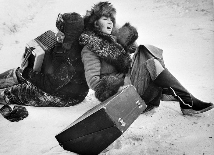 Oleg Basilašvili in Ljudmira Gurčenko v filmu Postaja za dva, 1982.