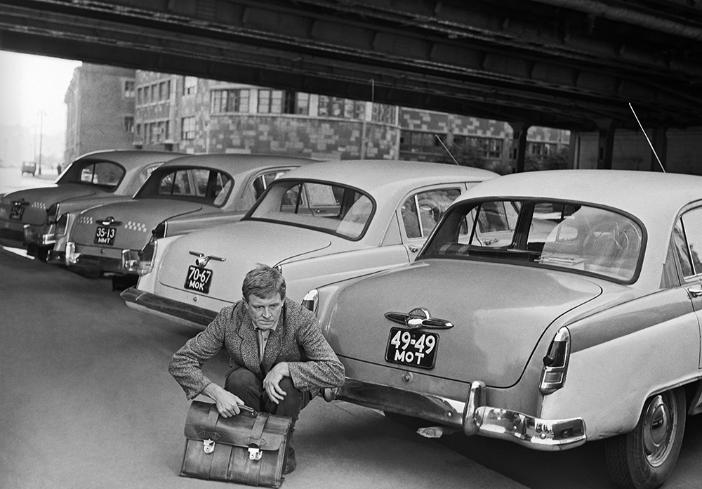 Prizor iz filma Pazite se avtomobilov, 1966. V vlogi Detočkina: Innokentij Smoktunovski.