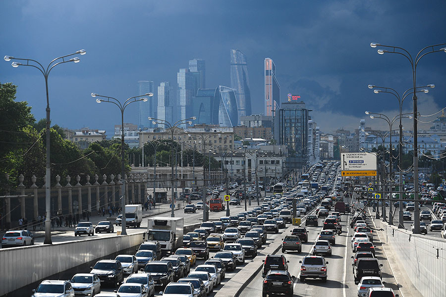 Despite the frustrating traffic jams, Russians still buy giant SUVs.