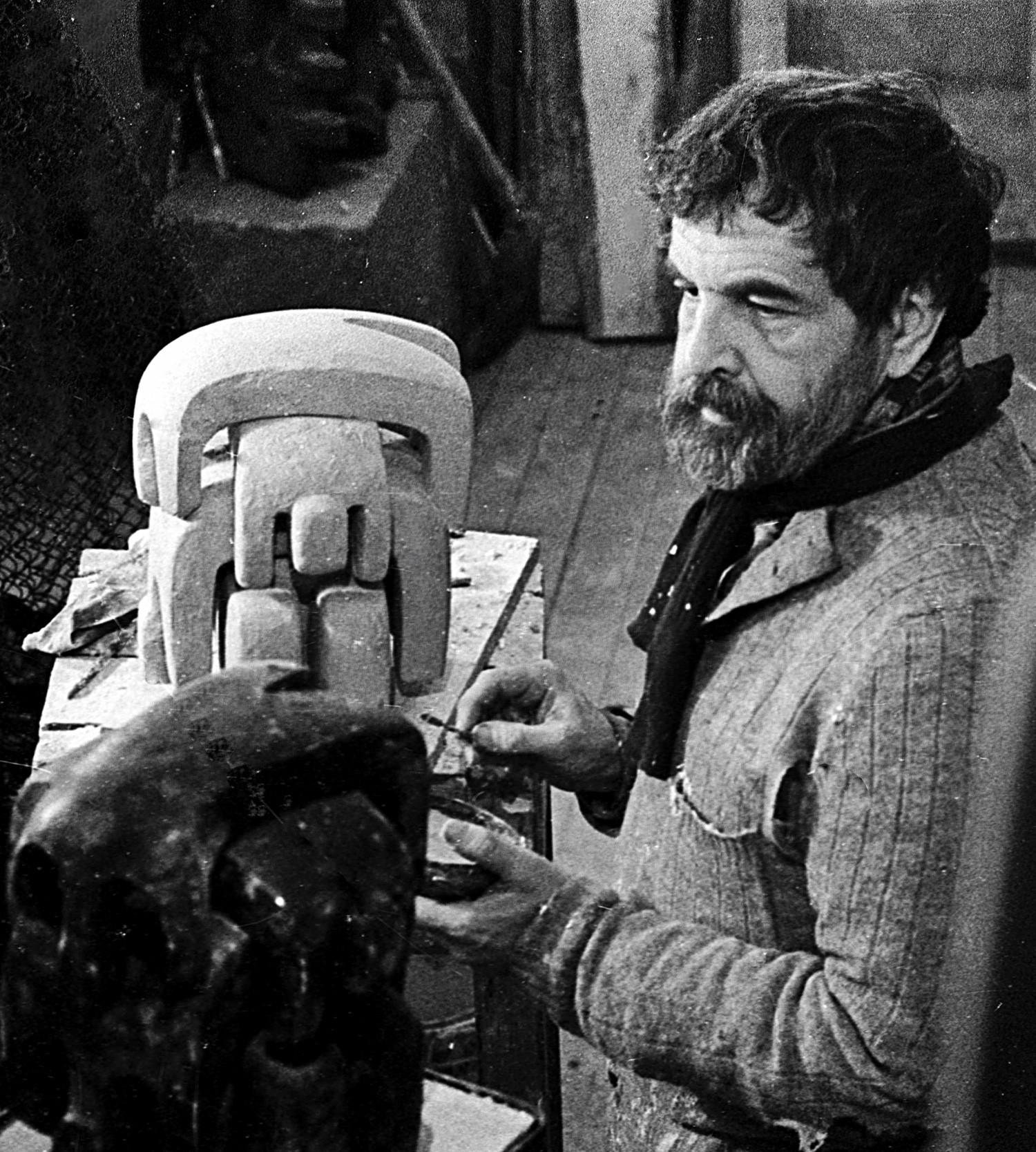 Surab Seretelli gilt heute als größter russischer Bildhauer: Zu seinen Werken gehören das umstrittene Peter-I.-Denkmal im Fluss Moskwa sowie das Träne-der-Trauer-Denkmal in New York.