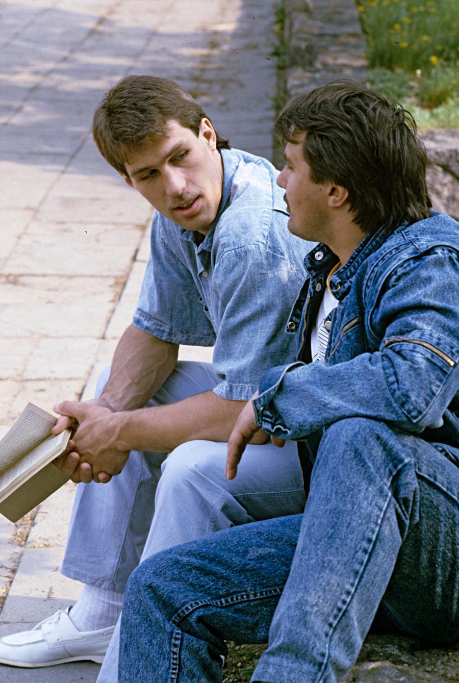 Quase todo mundo entrou na moda do jeans lavado em ácido.