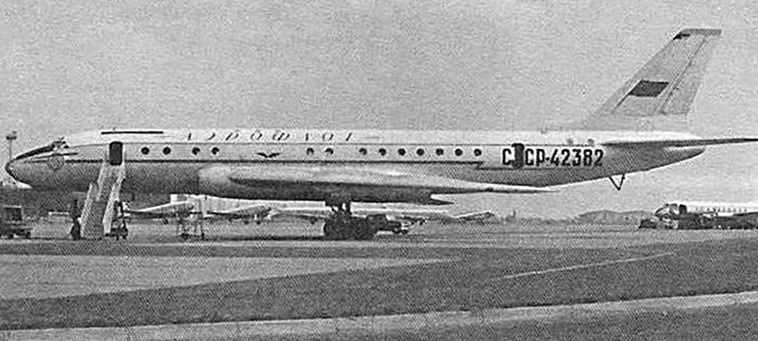 O Тu-104А СССР-42382 no aeroporto britânico de Heathrow, em meados de 1959.