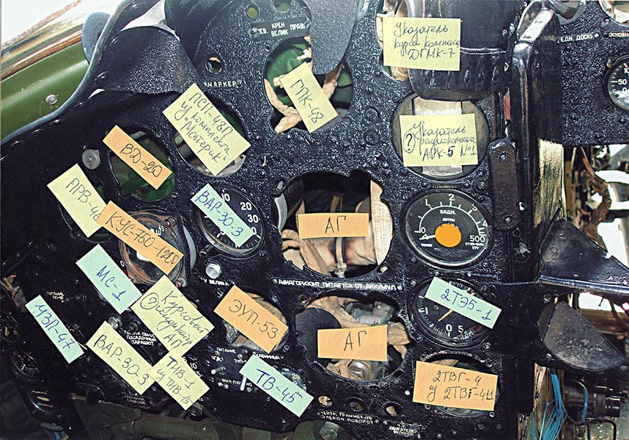 Maria deixa notas para especificar quais peças estão faltando. Foto do painel do capitão de 2009.