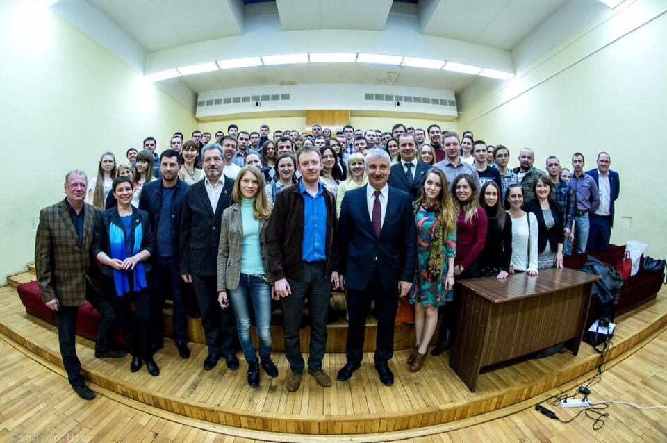 Денис Добрјаков са студентима у Рибинску