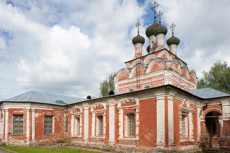 Ostashkov. Cattedrale della Trinità. Vista ovest. 24 agosto 2016