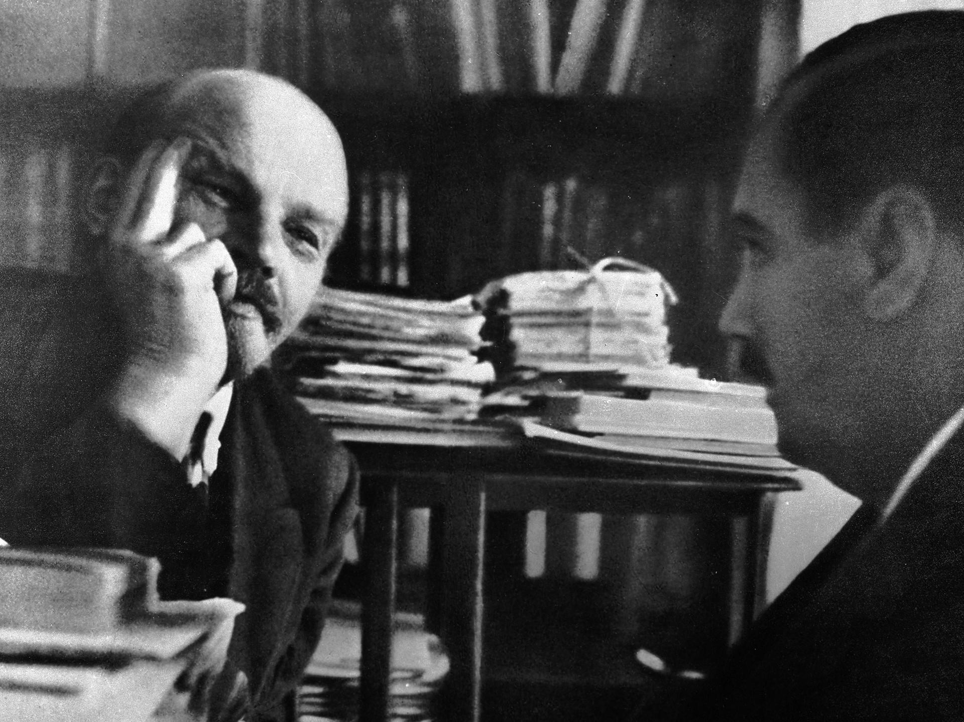 Vladímir Lenin (a la izquierda) y Herbert Wells en el Kremlin.