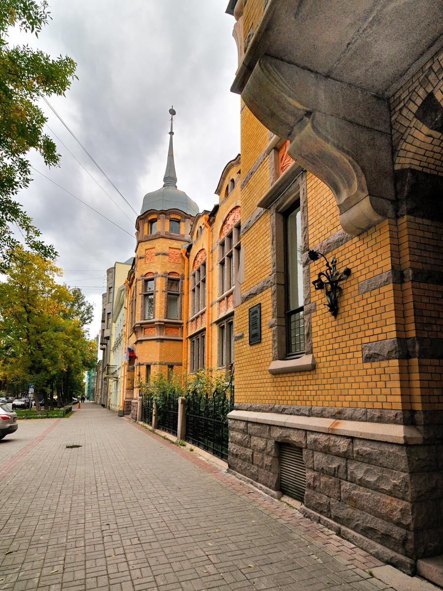Forostowskij-Wohnhaus auf der Wasiljew-Insel in Sankt Petersburg